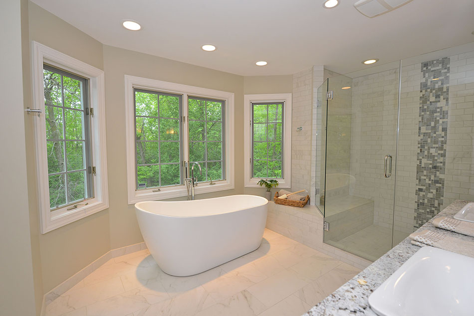 16 free-standing-Barclay-bath-tub-glass-shower-door-enclosure-spa-retreat-Mequon