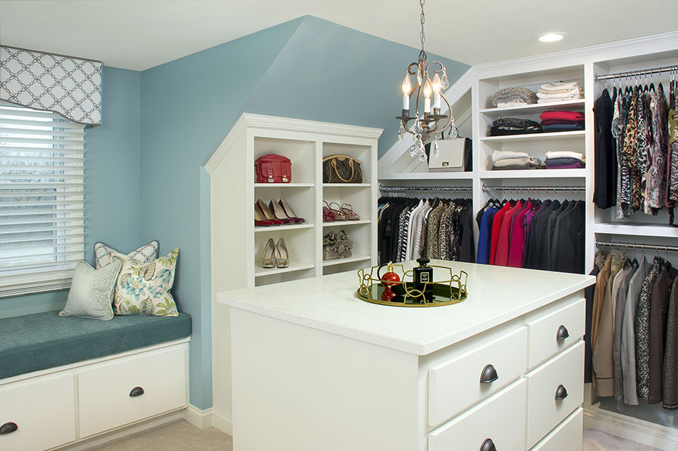 closet-master-bedroom-built-in-island-storage-space-custom-chandelier