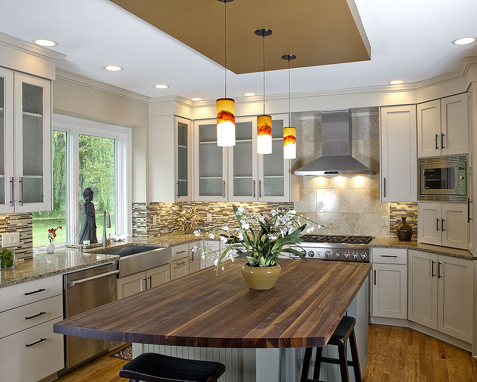 Framed-recessed-kitchen-cabinet-doors-glazed-drop-soffit-mequon