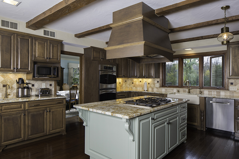 gas-cooktop-burners-arched-mounted-hood-ceiling-wood-beams-river-hills