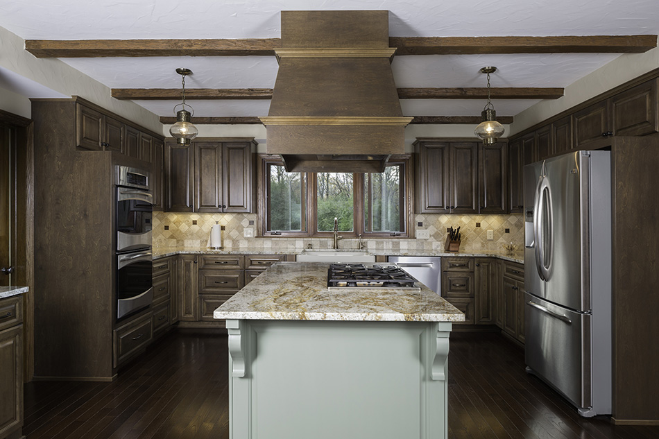 island-range-hood-oakwood-floors-pendant-light-fixtures-northshore-northshore-milwaukee