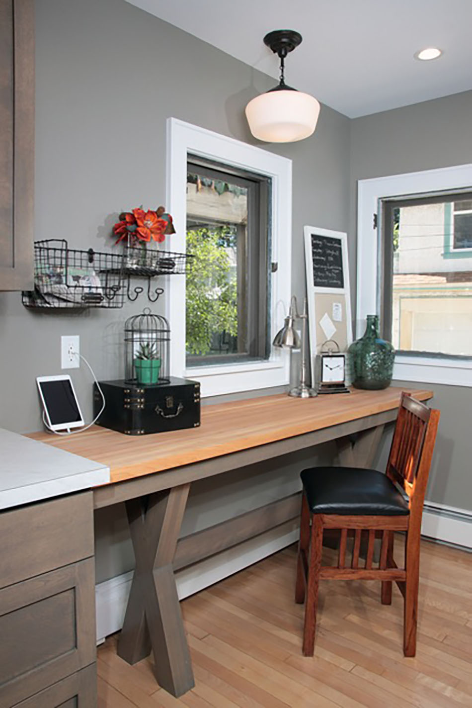 kitchen-built-in-office-desk-downtown-milwaukee