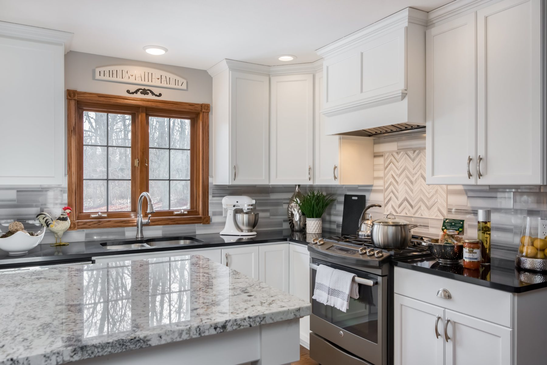 amerock-hardware-gleaming-white-cabinets-casement-windows-milwaukee